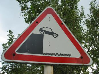 Car_off_cliff_sign.JPG